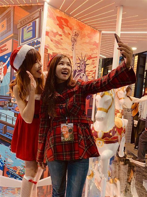 ▲KLOOK從即日起至1月1日在信義區香堤大道上還舉辦「世界遊樂園 Travel Land」(圖/KLOOK提供)