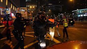 香港,平安夜,港警,催淚彈 圖/翻攝自臉書Cezzna @ USP United Social Press 社媒