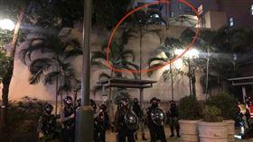 16歲少年墜樓!6救護員衝上 港警竟噴胡椒阻:他不用救(圖/翻攝自SocREC 社會記錄頻道臉書)