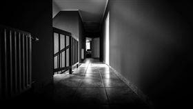 恐怖,靈異,房子,公寓。(圖/翻攝自靈異公社)