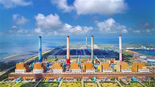 中火占整體發電15% 基載電力重要支柱台中火力電廠有10部燃煤機組,及4部氣渦輪機組,總裝置容量達578萬瓩,是台灣第一大的火力電廠,也是全球第2大火力電廠,僅次於內蒙古的托克托電廠。(台電提供)中央社記者蔡芃敏傳真 108年5月12日