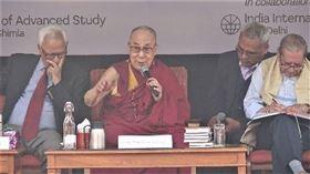 西藏,達賴喇嘛,真理,槍砲,更偉大(圖/中央社)