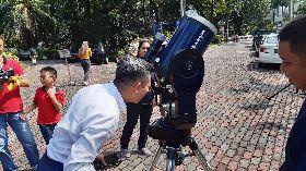 馬來西亞中午現日食 上萬民眾興奮追蹤