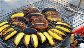 大陸烤香蕉(圖/翻攝自新浪網)