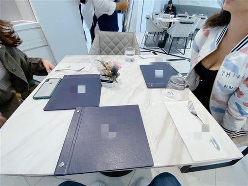 餐桌,雪乳,加藤軍路邊隨手拍 圖/翻攝自臉書加藤軍路邊隨手拍