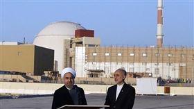 伊朗布什爾(Bushehr)核電廠(圖/翻攝自維基百科)  https://en.wikipedia.org/wiki/Bushehr_Nuclear_Power_Plant#/media/File:Rouhani_and_Salehi_in_Bushehr_Nuclear_Plant_(1).jpg