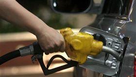 依浮動油價調整機制作業原則,以及不考量亞鄰競爭國最低價及平穩措施的條件下,估30日起汽、柴油每公升約各調漲0.1元。(中央社檔案照片)