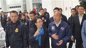 韓國瑜參訪HTC  王雪紅接待總統候選人韓國瑜(前右)與副總統候選人張善政赴宏達電HTC新店總部參訪,由宏達電董事長王雪紅(前中)接待。中央社記者江明晏攝  108年12月27日