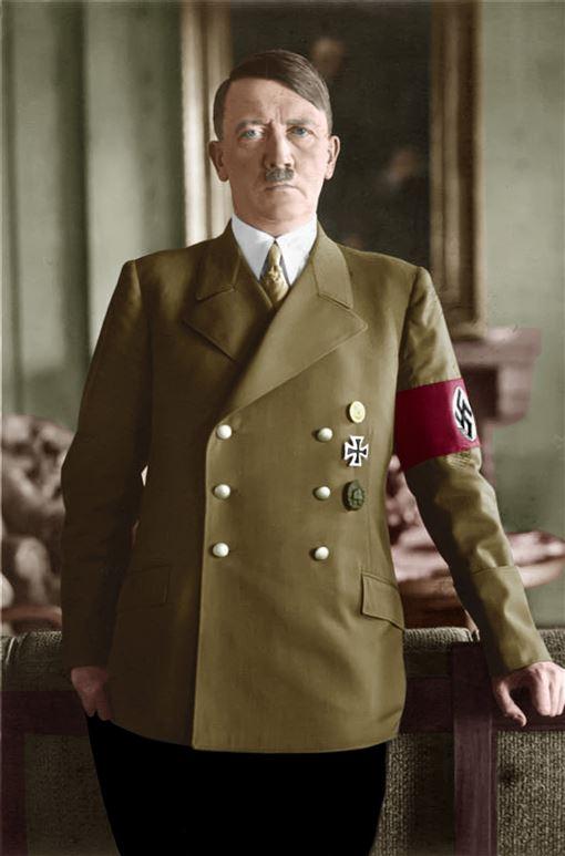 希特勒成為德國總理的首日在窗邊向支持者致意