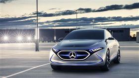 ▲賓士展出Concept EQA電動概念車。(圖/Mercedes-Benz提供)