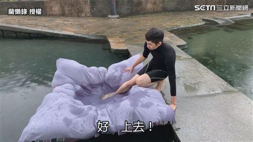▲當小劉一下水氣墊船立馬進水。(圖/蘭懶錄 授權)