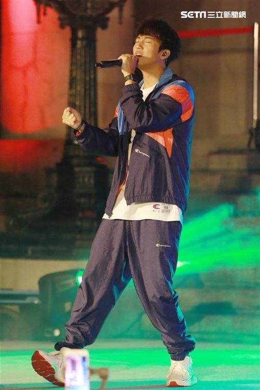 國立臺灣博物館於12/28 (六) 邀請金曲創作才子 許書豪、全球百大女DJ DJRayRay、清新純質女聲 吳汶芳、超炫舞團 LUXY BOYZ 將帶來自然史跨界當代流行的超炫演出!將給民眾在年末一個驚奇萬分的夜晚。 記者林士傑攝影