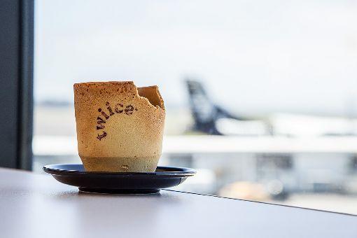 紐西蘭航空推餅乾咖啡杯 減少垃圾量紐西蘭航空為了減少平均每年消耗掉的800萬個紙杯,推出可食用的餅乾咖啡杯,用創意減少垃圾量。(紐西蘭航空提供)中央社記者汪淑芬傳真 108年12月29日