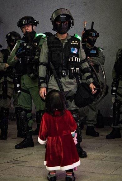 香港,反送中,港警(圖/翻攝自推特)