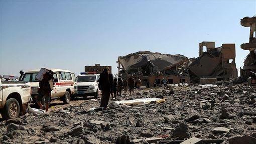伊朗支持的叛軍青年運動29日發射一枚火箭,擊中葉門西南部城鎮達利的一場閱兵活動會場。(安納杜魯新聞社提供)