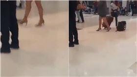 機場驚見美腿!「黑絲襪+高跟鞋」...真面目曝:竟是穿西裝大叔(圖/Paul Duane推特)