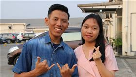 兩印尼移工透過直聘將到新光紡織工作台灣製造業7月起可直聘首度赴台工作的印尼移工,新光紡織率先響應,招募9名印尼移工,今年20歲的甘尼(左)與安吉率先在11日獲得簽證。中央社記者石秀娟雅加達攝  108年7月16日