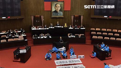 反滲透法 三讀 國民黨 抗議 立法院 記者林恩如攝影