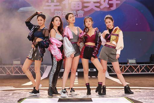 ▲(左到右)邱子芯、張家瑋、白家綺、夏宇禾、郭亞棠。(民視提供)