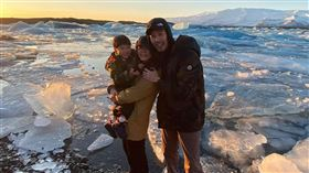 Ella陳嘉樺與老公帶兒到冰島旅行。(圖/翻攝自陳嘉樺臉書)