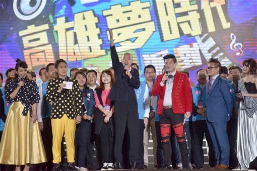韓國瑜高雄夢時代跨年晚會, 無人機表演,市府團隊,高雄市府提供