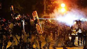 香港,反送中,催淚彈,跨年,倒數,喊口號,蠟燭,獻花,訊號,防護,急救,不適 圖/翻攝自立場新聞臉書
