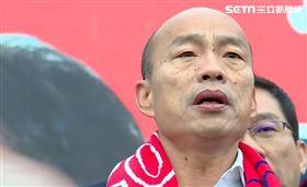 ▲韓國瑜和黃昭順同台升旗,「我們用吃奶的力量喊,中華民國萬歲」。