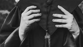 畢業照,對比,父女,父愛(翻攝自Pixabay)