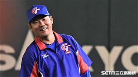 黃甘霖在12強時期擔任外野和跑壘教練。(資料圖/記者王怡翔攝影)