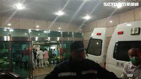 ▲黑鷹失事生還者抵達三總醫院(圖/楊晴雯攝影)
