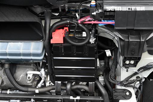 ▲特斯拉12V電池(圖/鍾釗榛攝影)