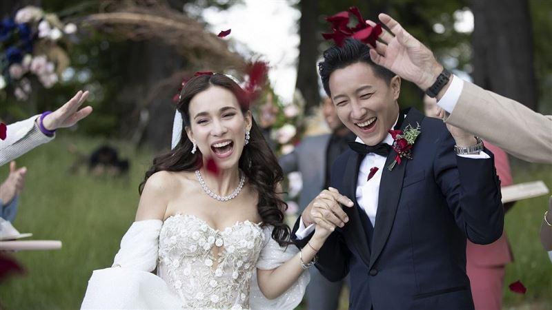 森林定情!韓庚混血辣妻婚紗品牌曝光