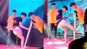 表演,木棍,木板,泰拳,大陸,道具,材質,跆拳,武術,大學,社團, 圖/翻攝自YouTube