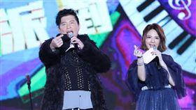 郭靜跨年晚會加碼唱歌,當晚與曾國城、王仁甫、路嘉怡共同主持。(圖/翻攝自郭靜 Claire臉書)