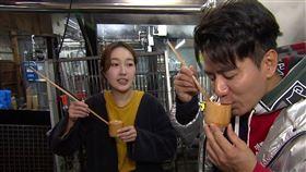 郭彥均與巴鈺搭擋主持旅遊節目《來去CHECK IN》。圖/中天提供