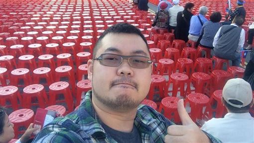 數韓國瑜54場造勢椅子 四叉貓曝原因:惹到我就會繼續做圖翻攝自劉宇臉書