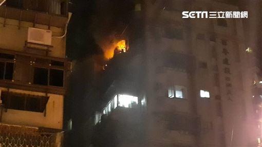 台北市內湖區環山路一段公寓發生火警(翻攝畫面)