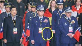 詭異巧合?沈一鳴手持「降半旗」,塔羅牌,小孟老師,竟抽中「隱者」   小孟老師提供  台北市攝影記者聯誼會提供