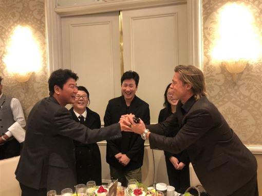 宋康昊、布萊德彼特/(圖/翻攝NEON推特)