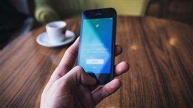 中國一名網友被控翻牆到推特散布嚴重損害國家形象、危害國家利益的虛假訊息,2019年12月被湖北省武漢市蔡甸區人民法院一審判處有期徒刑1年3個月。(示意圖/圖取自Pixabay圖庫)