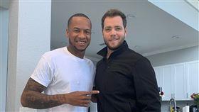 ▲中信兄弟球探Nick Additon(艾迪頓)與古巴左投Ariel Miranda(左)完成合約。(圖/中信兄弟球團提供)
