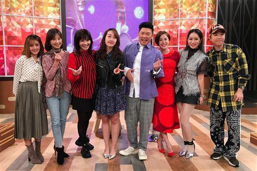 黃小柔在節目和藝人郭昱晴、徐偉吟、甄莉、楊皓如及大根/衛視提供