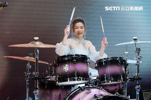 羅小白婚禮上行娛樂提供