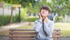 異位性皮膚炎面臨十幾年無新藥的治療窘境,新型生物製劑的問世,無疑可為中重度異位性皮膚炎患者帶來治療希望。此外,健保給付新型生物製劑療程的佳音,對於重度患者而言無疑是一大鼓舞。