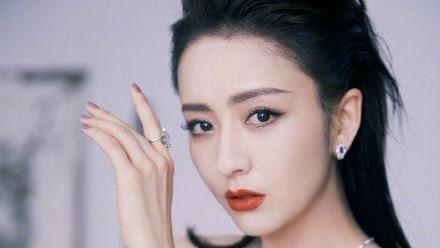 腥尪帶2女爽開房 新疆女神驚爆離婚
