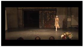 日本媒體今天報導,日本知名舞踏家大野慶人昨天因敗血症去世,享壽81歲,由家人舉辦葬禮,將擇期舉辦送別會。大野慶人父親為已故舞踏家大野一雄。(圖/截圖自Youtube)