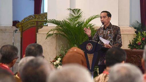 佐科威要求駐外大使當投資大使印尼總統佐科威9日對返國述職的印尼駐外大使發表談話,要求把心力放在吸引外資的經濟外交,以符合印尼的國家發展需要。(印尼總統府秘書室提供)中央社記者石秀娟雅加達傳真  109年1月9日