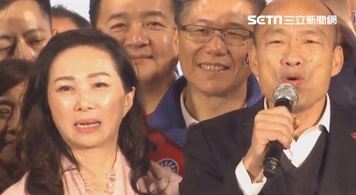 ▲韓國瑜偕同妻子李佳芬一同現身凱道造勢