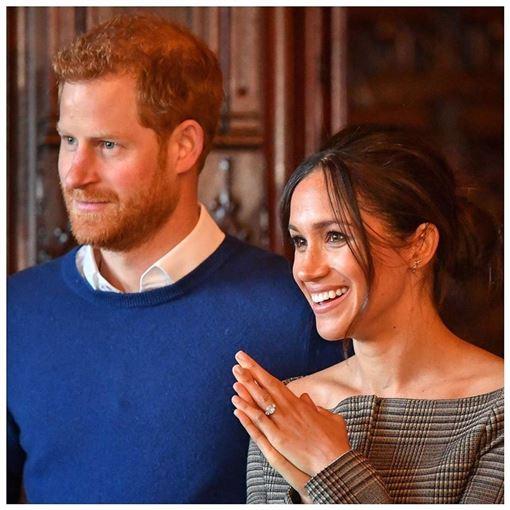 英國哈利王子(左)和妻子梅根宣布將不再是「高層」王室成員,將退至幕後並尋求財務獨立。(圖取自薩塞克斯王室IG網頁instagram.com/sussexroyal)