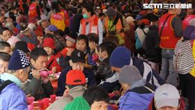 台北市人安、創世及華山基金會聯合舉辦《寒士吃飽30》活動(翻攝畫面)